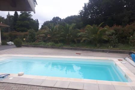 T2 belle piscine à 10mn d'Hossegor et Capbreton