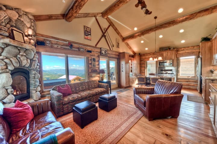 Inviting, Ski-in/Ski-out Cabin with Private Hot Tub and Beautiful Views of Lone Mountain