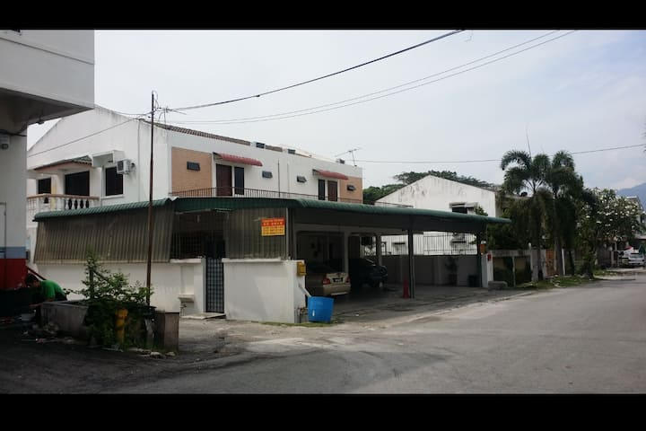 IPOH CITY FALIM 2PERSON Hotel Room HOMESTAY (1)