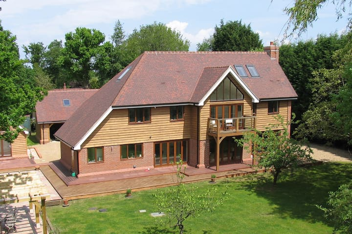 Luxurious 5-bed home with a cottage if required - Pease Pottage - Hus