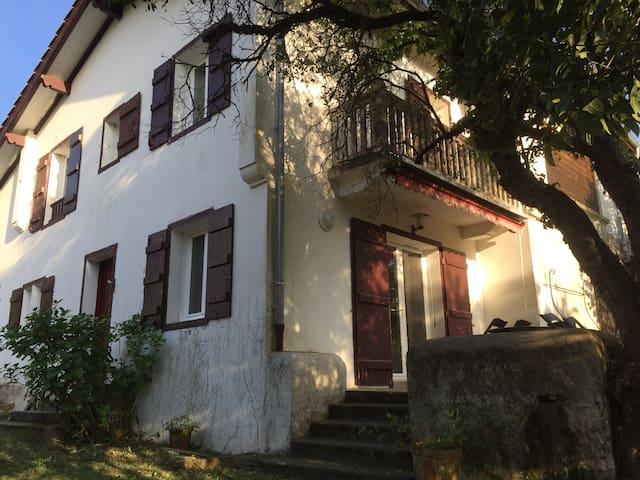 Belle maison au calme avec jardin 2 ch - Floirac - Hus