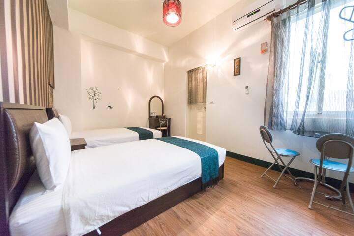 小洋樓別墅溫馨兩人房 (雙床房、可併床、可加床)