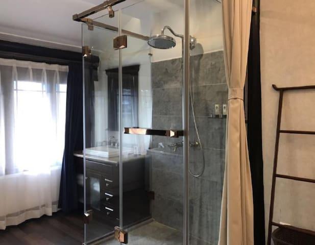 Elevator upscale apartment with large bathtub