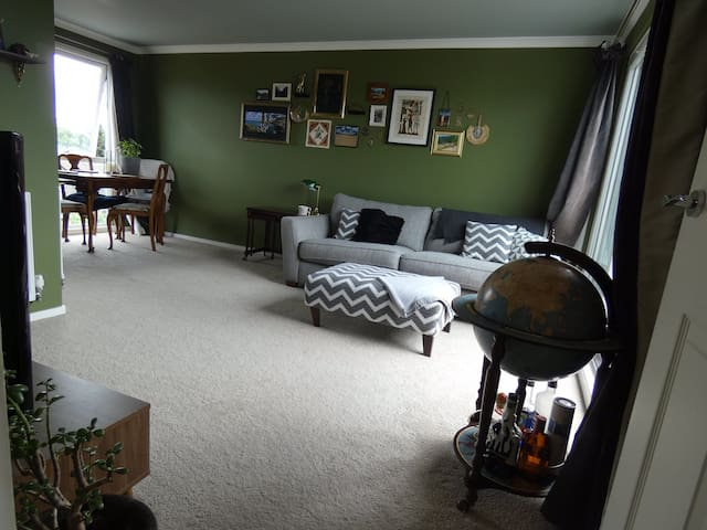 Quirky 1 bed flat, great transport links & parking