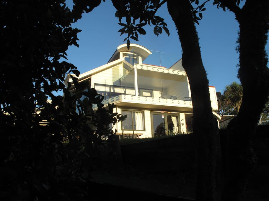 Private Lodgelike home on the Okura River.  Auckland