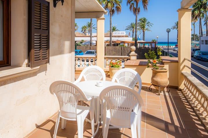 Appartamento per le vacanze Dofí sulla spiaggia con terrazza e vista mare