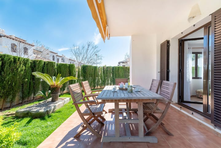 Lovely ground floor with pool 200 m from sea