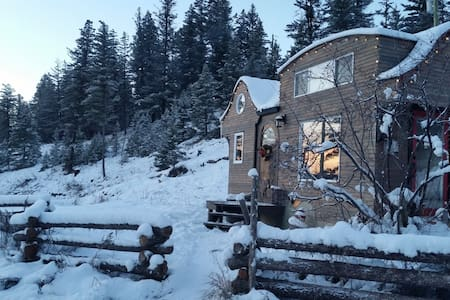Winter B&B Getaway with Hot Tub - Alkali Lake