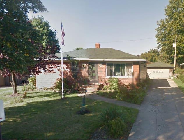 7340 Beresford Ave, Parma, Ohio - Parma - Rumah