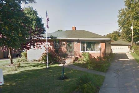 7340 Beresford Ave, Parma, Ohio - Parma - Dům