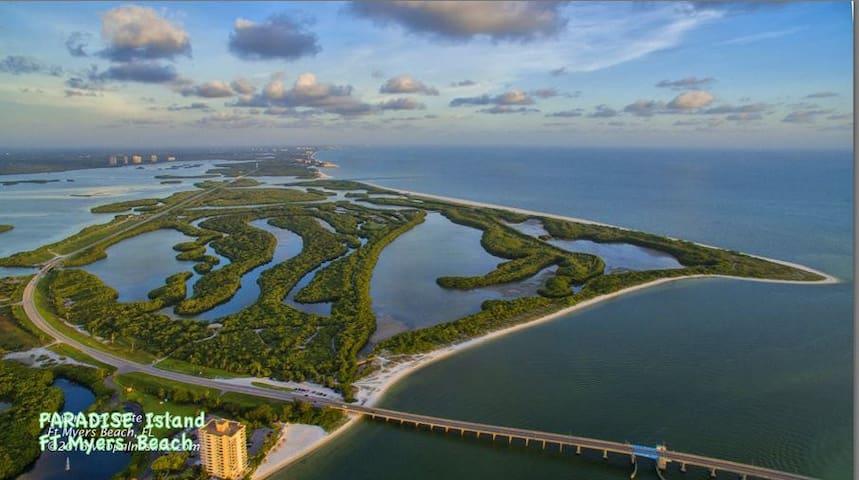 Luxurious Condo on a Private Beach - Fort Myers Beach - Lägenhet