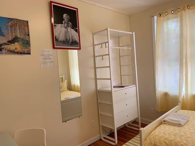 Private Bright Bedroom near 7 Train LGA & JFK
