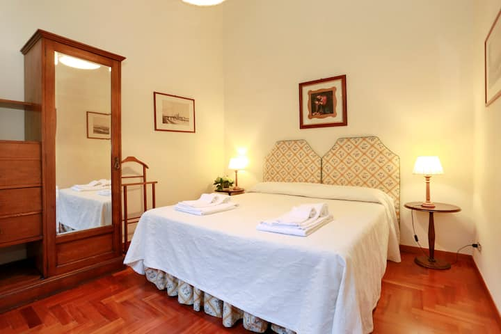 Charming two room apt by Ponte Vecchio