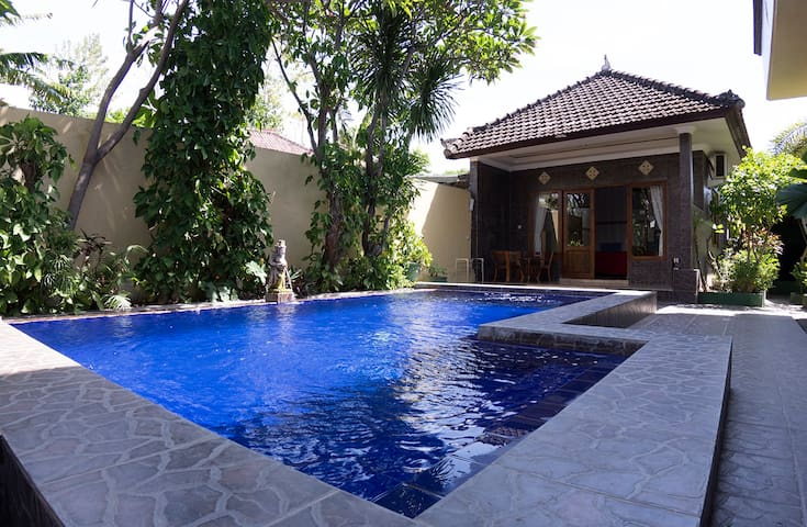 Hidden gem with pool close to the beach. Diving
