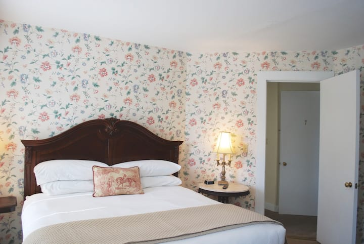Room 7 Suite