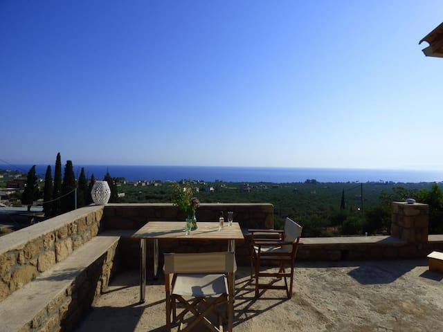 ALONI:Cobble house near the beach,Amazing sea view - Rigklia - Hus