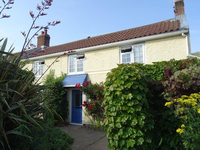 Clipper Cottage - 1874 Wrecker's home