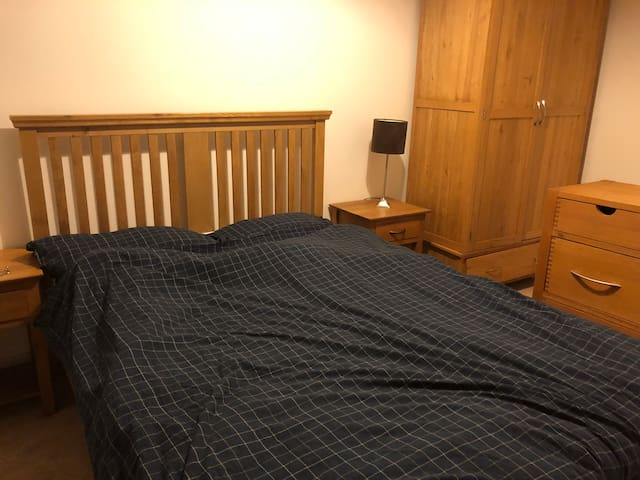Hospital 5 mins - Parkland escape - Double room F1