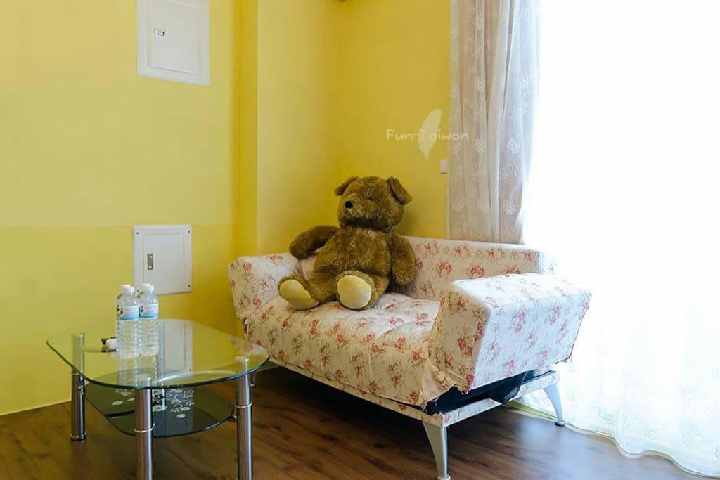 在維爾拉的沙發上小憩