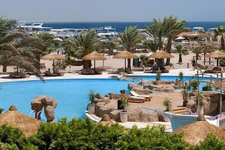 Safaga Bay Resort on a Private Beach with Pool - Safaga - Boutique hotel