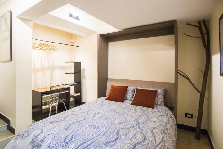 Queen bed (150x190)