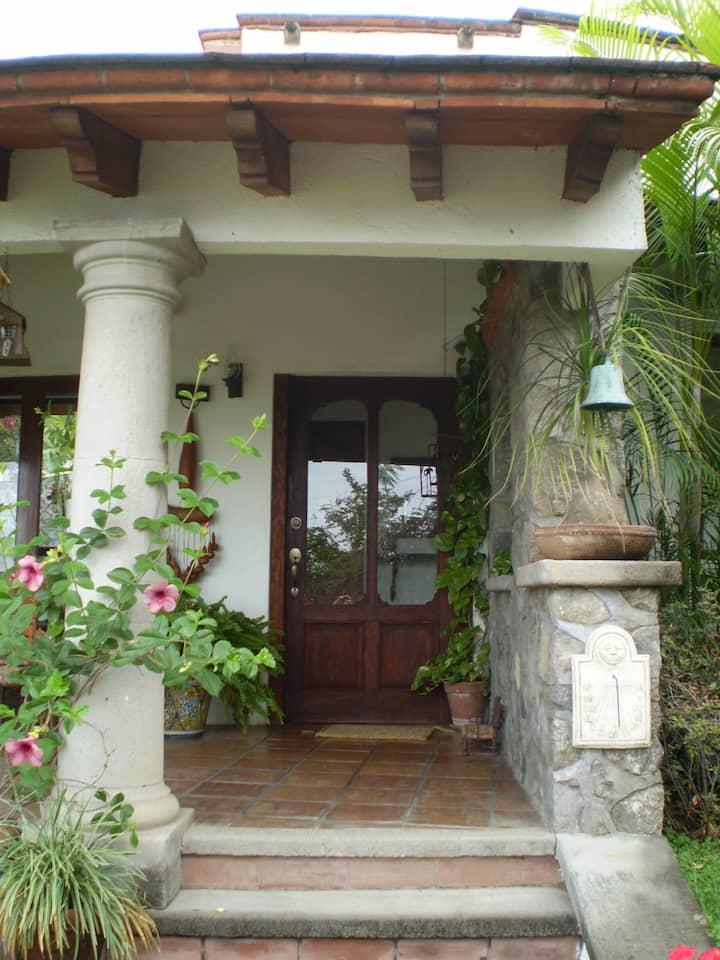 Habitación, acogedora en casa linda