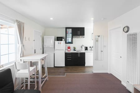 Newly remodeled apt across BART & shopping center - San Bruno - Hus