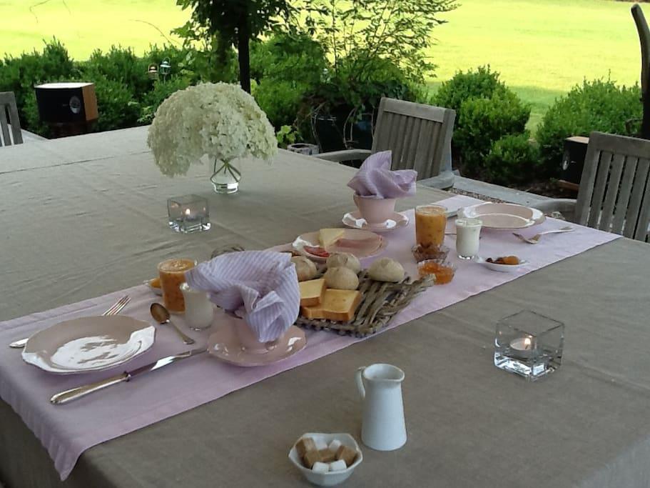 Petit déjeuner gourmand  en terrasse