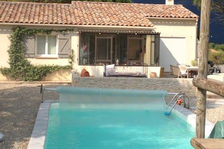 Belle maison au calme avec piscine - Saint-Maximin-la-Sainte-Baume - Huis