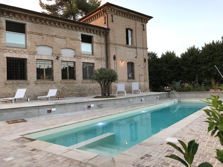 UN POSTO AL SOLE Belle demeure avec piscine