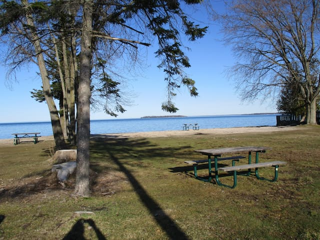 """Fond of View"" Cottage Lake Simcoe - Innisfil - Cabin"
