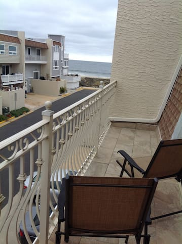 Beautiful Townhouse by the Beach