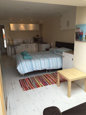 Self Contained flat - Caerleon - Apartamento