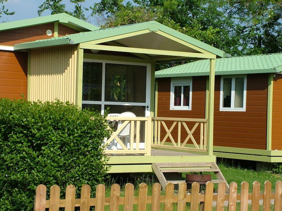Le bungalow avec sa terrasse couverte