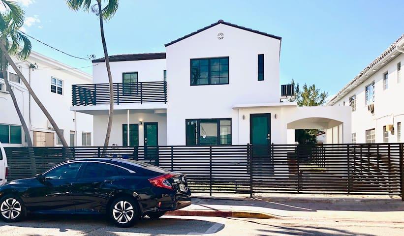 Spacious Miami Beach unit, steps from the Beach!