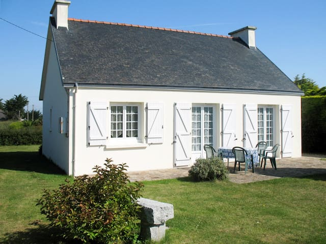 Charming holiday cottage in Loctudy
