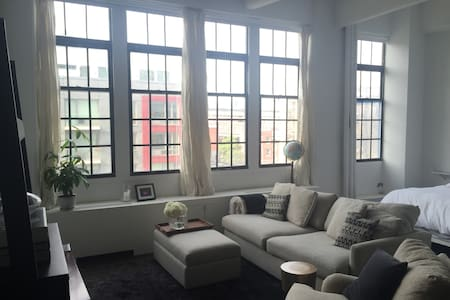 Unique naturally lit Loft in historic building - Brooklyn