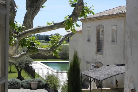 Superb apartment in ancient Provence farmhouse.