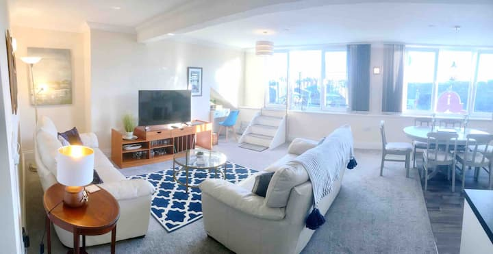 Scarborough Penthouse with balcony,lift & parking