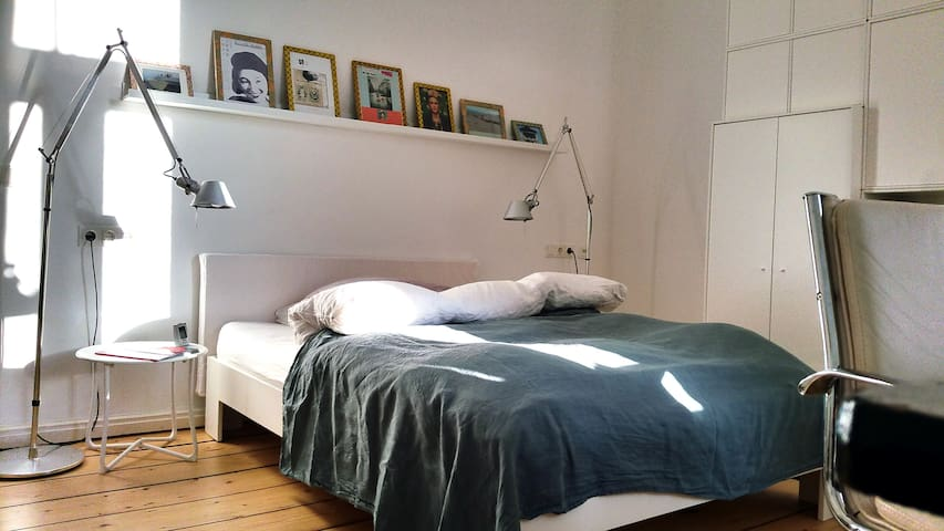 Centrally located bright, modern and quiet room - Hannover - บ้าน