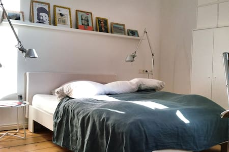 Centrally located bright, modern and quiet room - Hannover - Dům