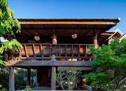 Villa Maxima Chiangmai : 2 br teak villa for 4 pax