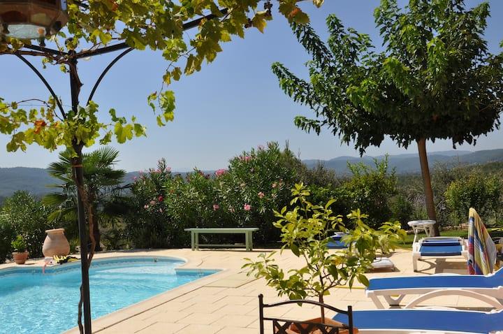Studio avec vue imprenable sur Provence verte