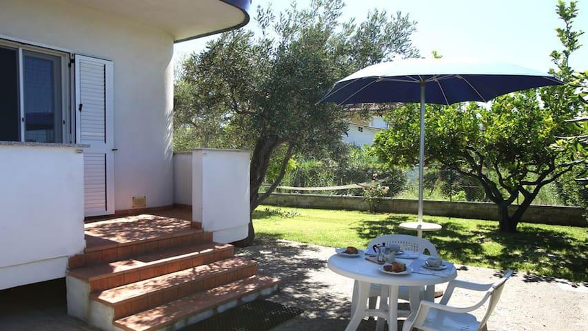 Villa Tigani, direct beach access: Pandora apt - Marina di Davoli - Willa