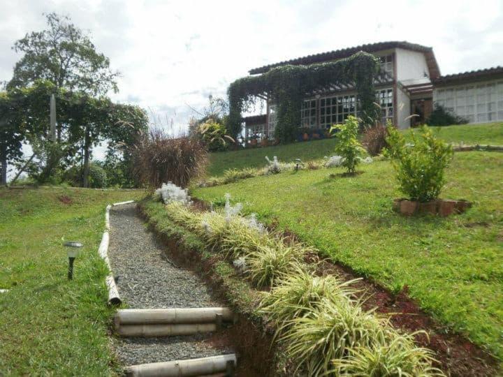 Alojamiento en acogedora Casa Campestre.