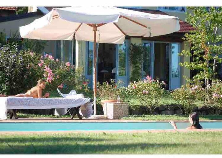 Villa con piscina lago maggiore