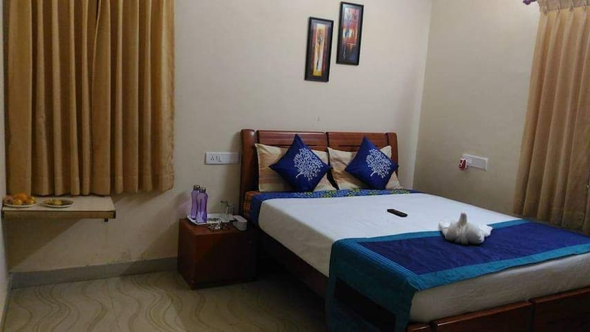 Compact room (10 by 12) for 2 pax|No balcony