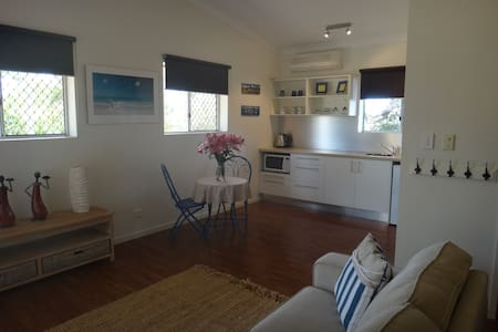 Guest Flat/Studio on Acreage - Palmwoods - Bungalow