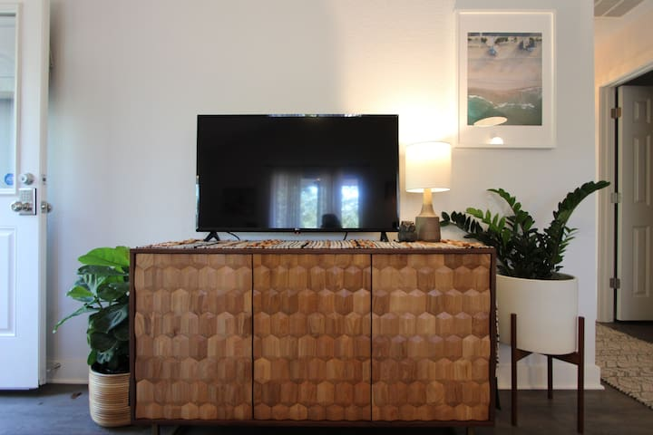 Flat Screen W/Cable