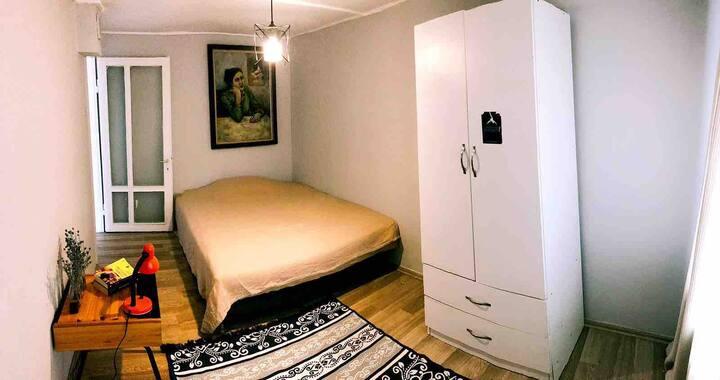 Cozy room with terrace heart of Kadikoy
